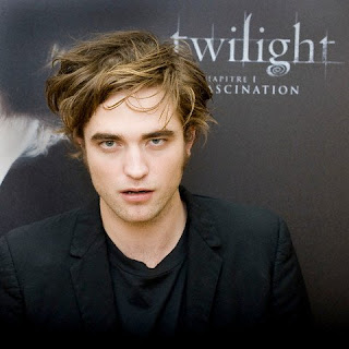 Bithday-Elly-Joe-Pippy Robert-Pattinson-Twilight-Paris-Photocall-December-8-2008-Pic-7
