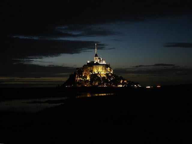 Mont_St_Michel_de_noche