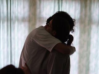[abrazo+entre+amigos.jpg]