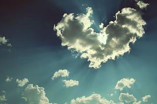 http://3.bp.blogspot.com/_BINL175ToeI/SZWzAqIx_DI/AAAAAAAAAhQ/-hAGrySO9Ps/s320/heart+shaped+cloud