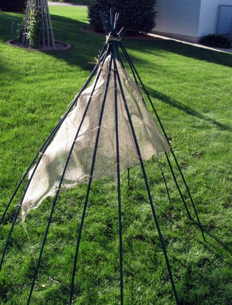 a c joyful life how to build a teepee style playhouse. Black Bedroom Furniture Sets. Home Design Ideas