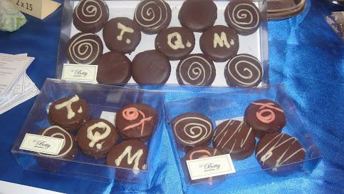Alfajores rellenos de dulce de leche y bañados en chocolate
