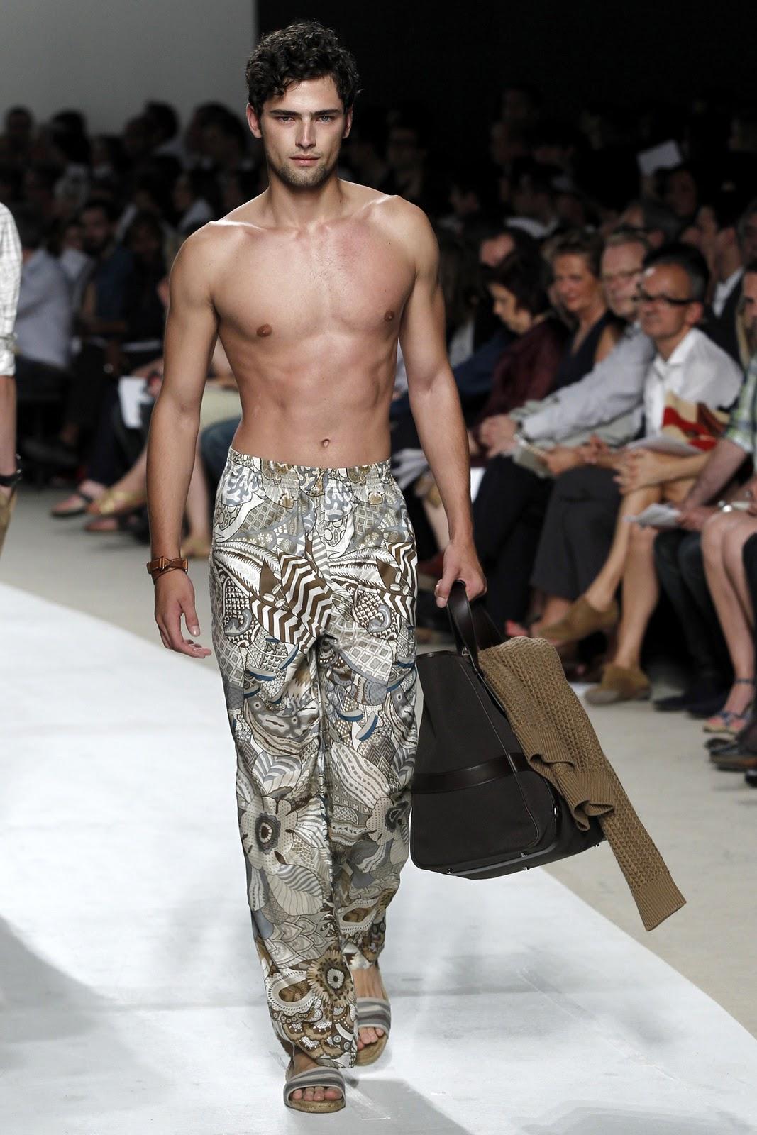 http://3.bp.blogspot.com/_BMWgrUQvg3Y/TNq1W5R4pCI/AAAAAAAAAI0/FTK5to20uaw/s1600/sean+catwalk.jpg