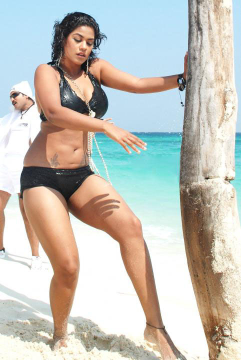 [Mumaith+khan+Bikini+Photos2.jpg]