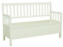 Vi kan bestille møbler frå HouseDoctor. Mangen av møblene kan fås i svart eller i kvit.