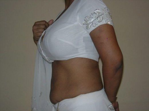 andhra aunties in white saree andhra aunty in white saree and showing