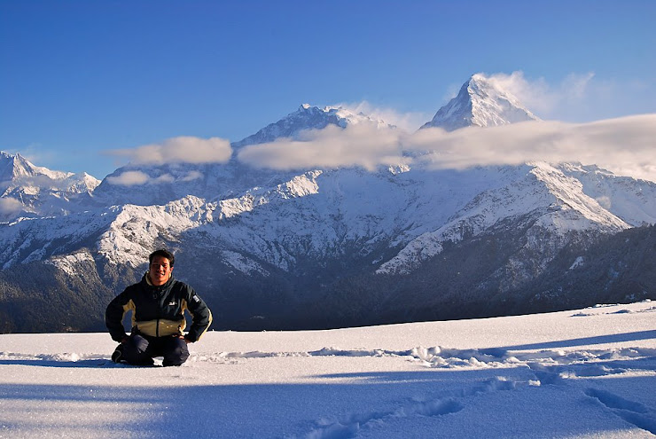 I'm sitting on the snow with Annapurna south(7219mtr)Poon Hill