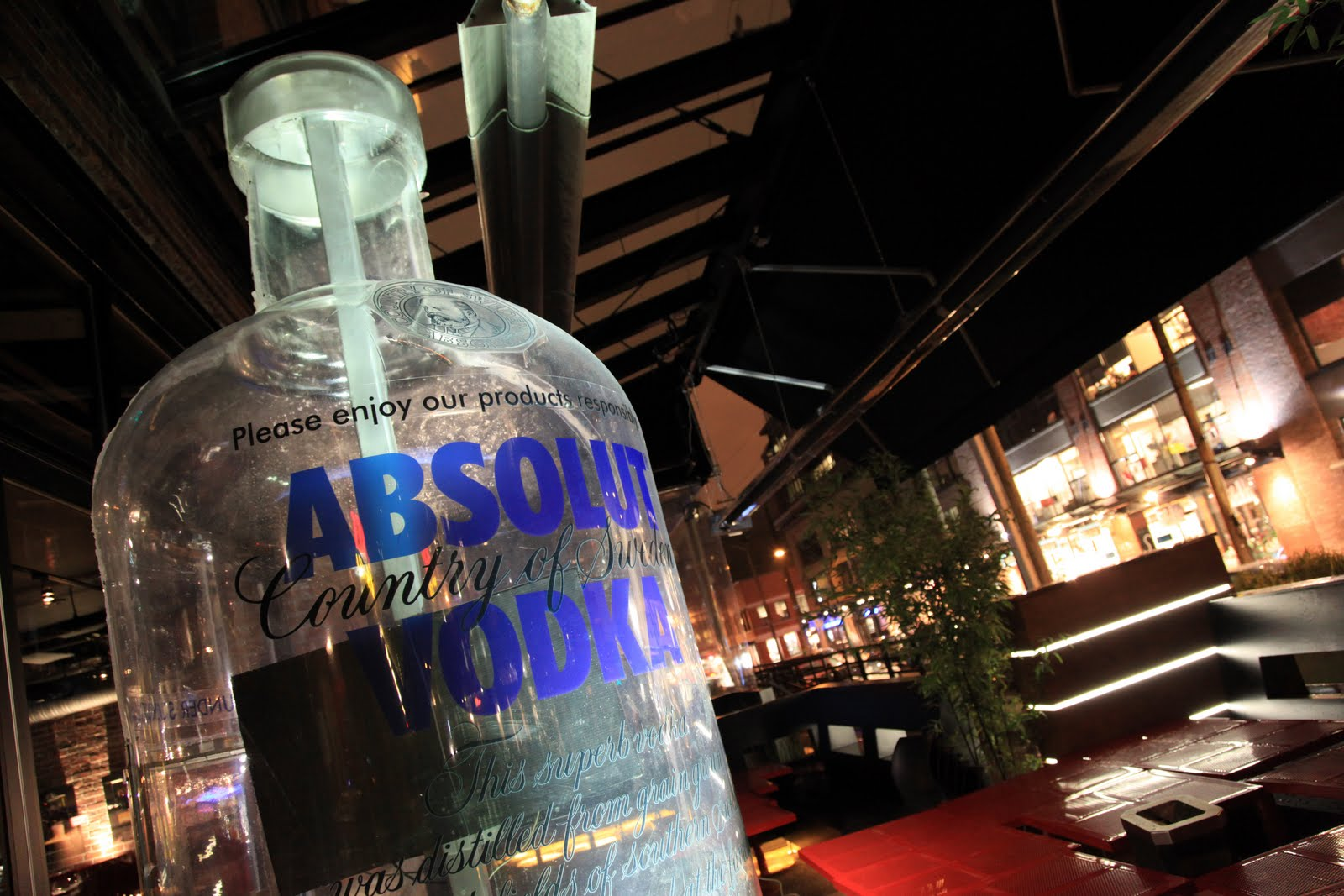 Absolut  Vodka  ( Historia, Imagenes y Publicidades)