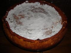 Esponjosa torta de queso con azucar impalpable