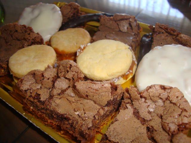 Baño Blanco Para Budines:Bandeja de Brownies: 4 variedades de brownies: solos, con baño de