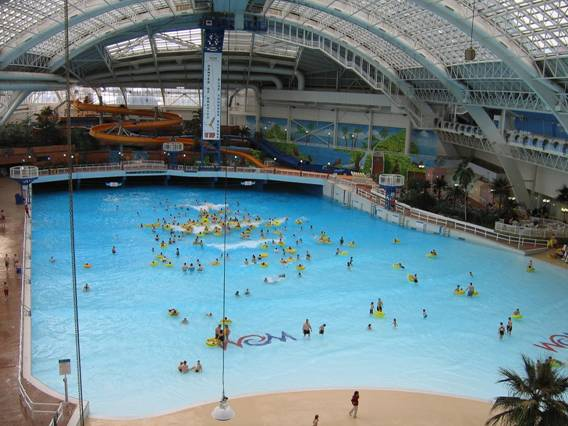 World 39 S Largest And The Tallest Largest Indoor Swimming Pool World Water Park Alberta Canada