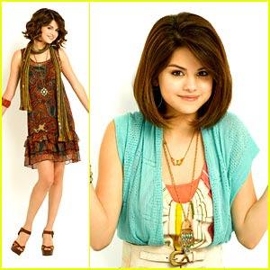 Selena Gomez............... Selena-gomez-fallin-down-two-days%5B1%5D