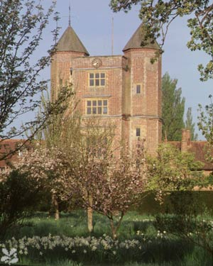 Tweedland The Gentlemen 39 S Club Sissinghurst Castle And