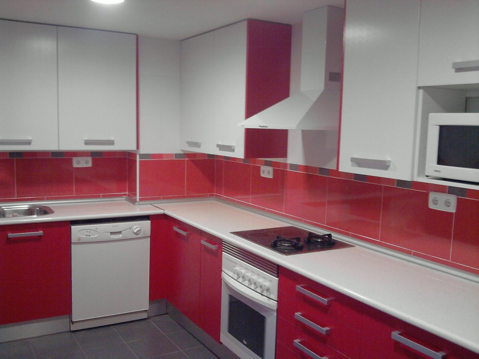Cocinas fotos de cocinas for Cocina blanca encimera roja