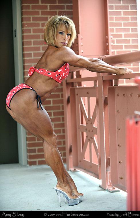 Amy Sibcy Female Bodybuilder Muscle Legs Herbiceps