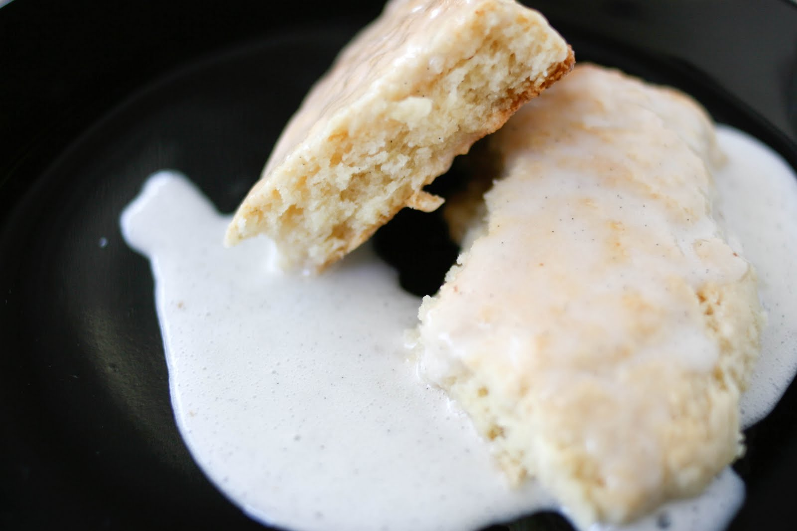 Une-deux senses: (Petite) Vanilla Bean Scones