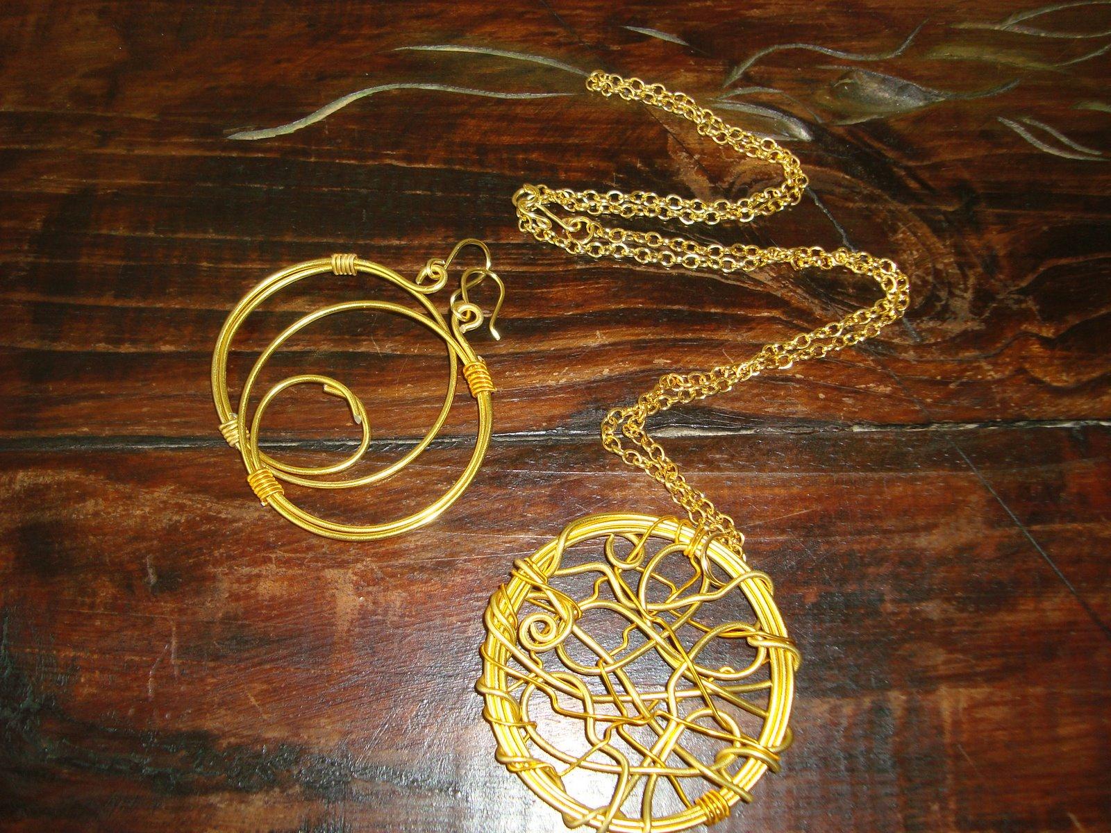Enma Nava Accesorios Femeninos: Medallones en Alambre
