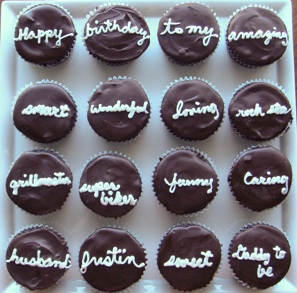 Foodspiration: Say It with Cupcakes...Homemade Hostess Cupcakes