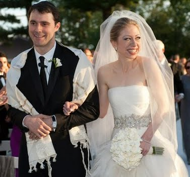 IT IS OFFICIAL, CHELSEA BRAVES IT AND MARRIES A JEW-MAN!