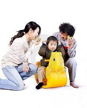 http://3.bp.blogspot.com/_Baj6Ek7jJ2A/S2egmyT2_vI/AAAAAAAAAJY/gYvuZd2bwHk/s400/bermain-dengan-anak.jpg