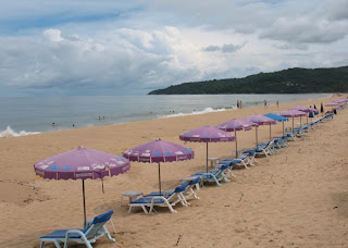 Karon Beach, 1st May - some blue skies for a while