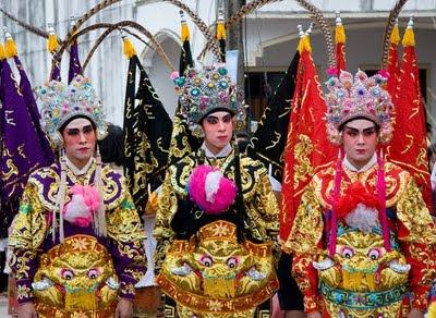 Amazing Chinese Opera costumes