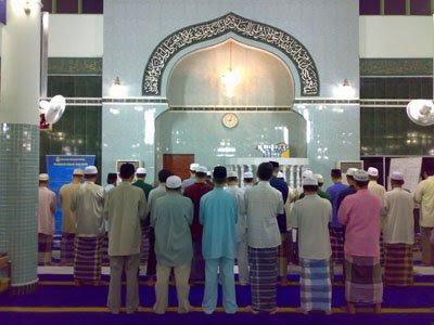 http://3.bp.blogspot.com/_BfcS1uxsp20/SMEOMJYr1rI/AAAAAAAAAJU/m6hdu5RDU8Q/s400/solat_masjid.jpg