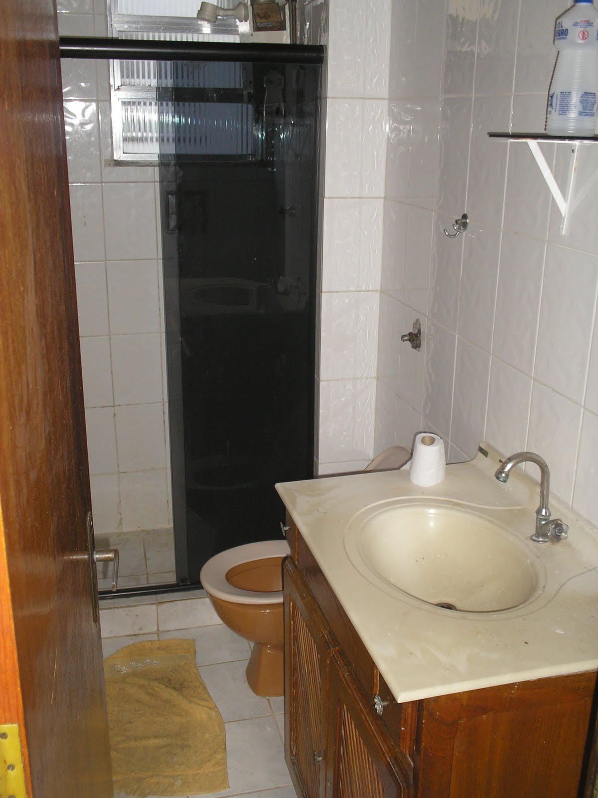 Esse é o antigo banheiro ela ainda não está pronto falta o  #AC661F 1200x1600 Banheiro Antigo