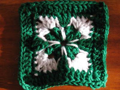 bebekler için battaniye modeli(Dört yapraklı yonca örgü)