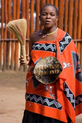 As mulheres africanas usam muitas roupas de tecido de algod 227 o e bem