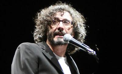 Fito Páez cantando