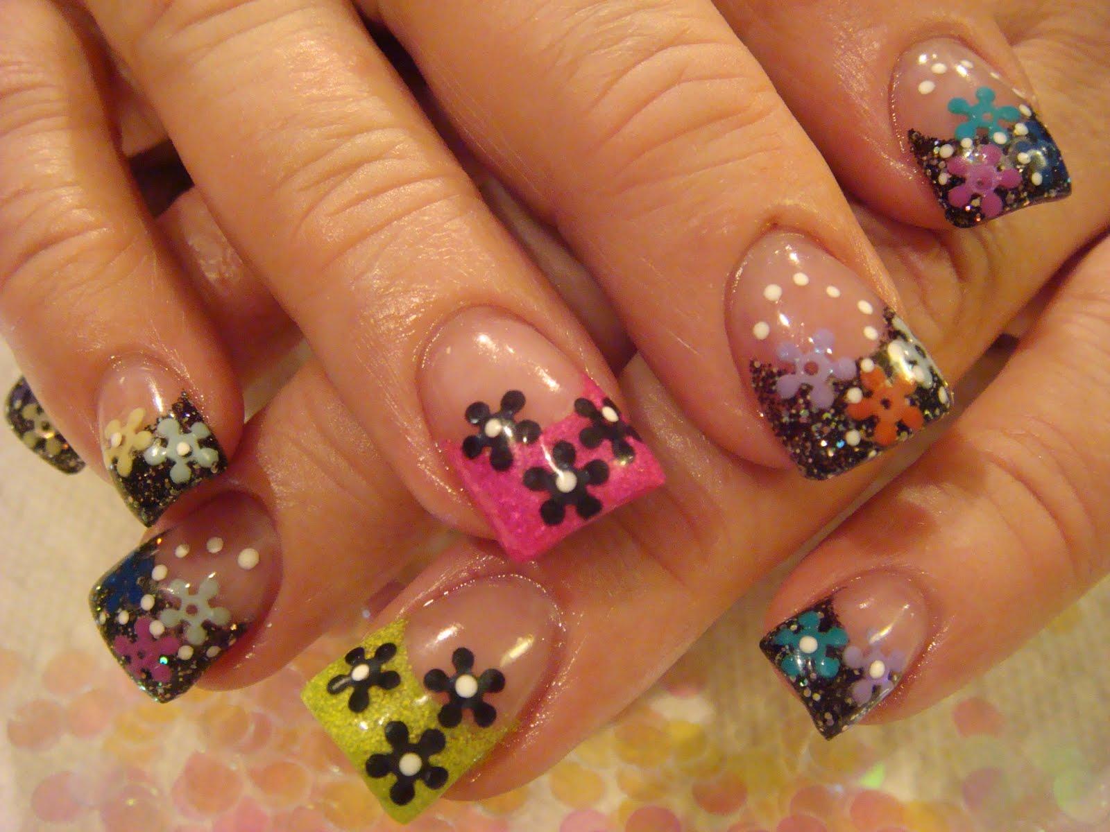 Летний дизайн ногтей, яркий летний маникюр с цветами 88