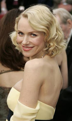 Naomi Watts gives birth to son