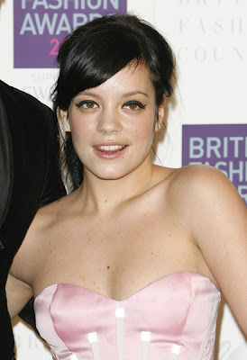Lily Allen apologises for topless text