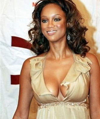 Tyra Banks strips in New York