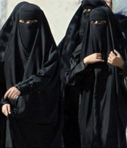 Somali Islamists whip women for wearing bras