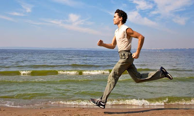 jogging-man-on-beach-هرولة-رجل-رياضة-الشاطئ