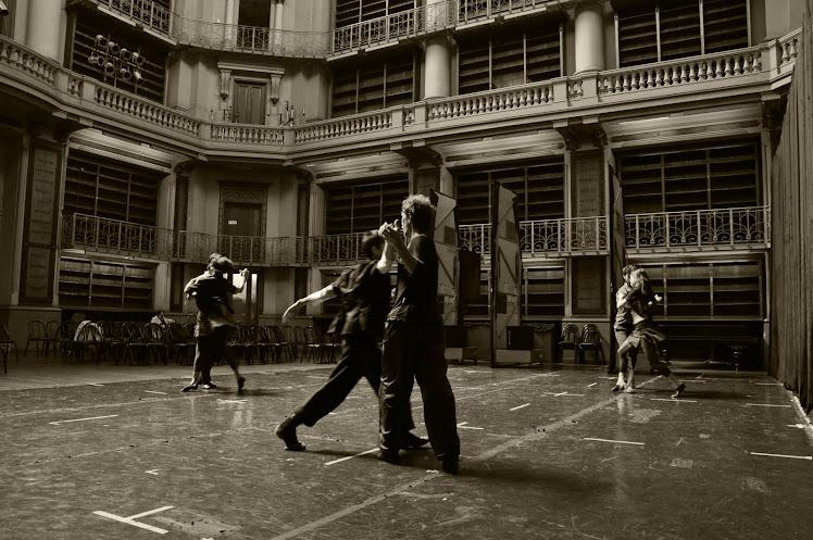 Compañía Nacional de Danza Contemporánea ensayando en la sala Williams