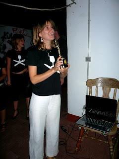 Charlotte presentando premio