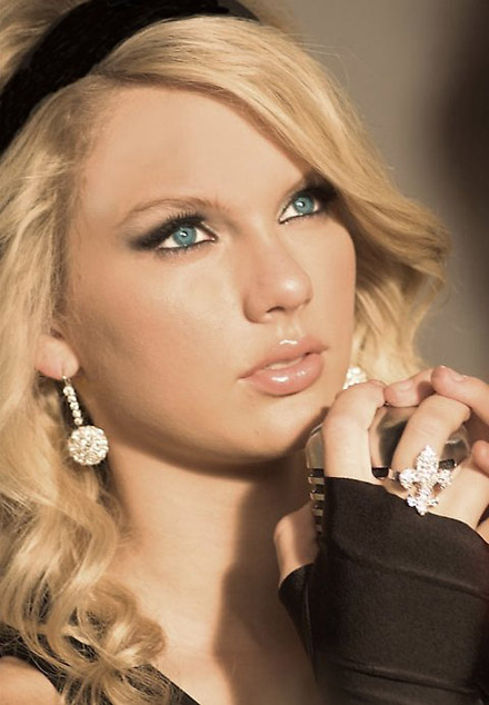 Taylor Swift (Most Searchable On Google)