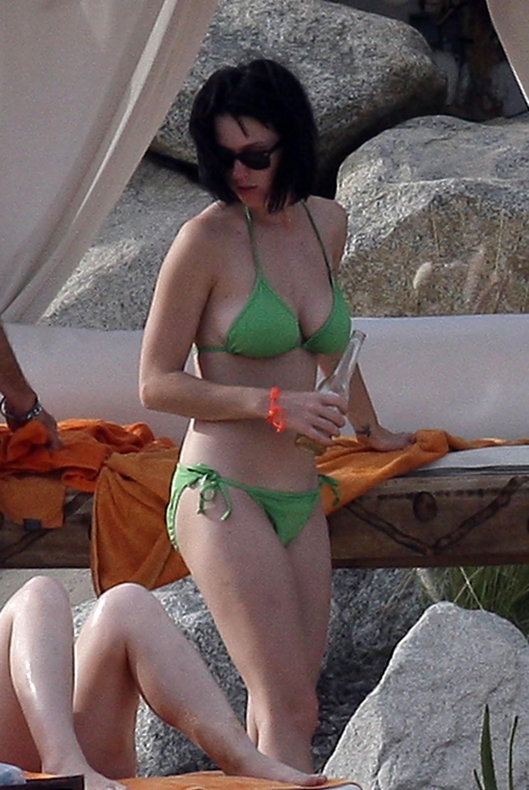 http://3.bp.blogspot.com/_Bo8ISOFbneI/TOw07SsCyiI/AAAAAAAAAYA/e-fOx880MDY/s1600/Katy_Perry_Mexico_Beach_27.jpg