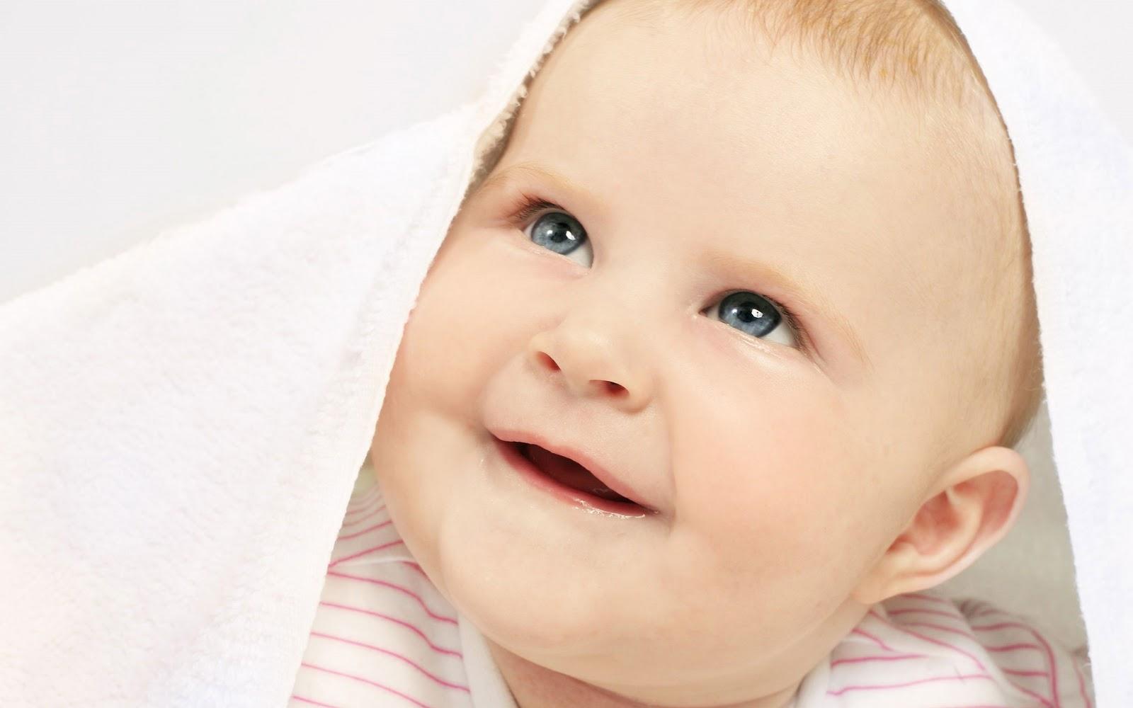 Under Blanket Baby boy desktop wallpaper