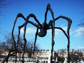 Spider sculpture Maman in Paris