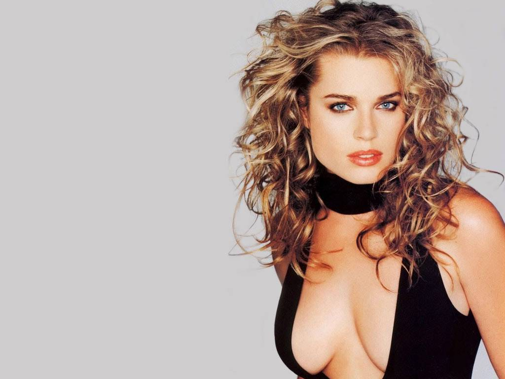 http://3.bp.blogspot.com/_BpAoKRSdVjQ/TN1LrD8ftVI/AAAAAAAACsU/uvytVEYvt4I/s1600/Rebecca-Romijn-Stamos-celebrity-in-world.JPG