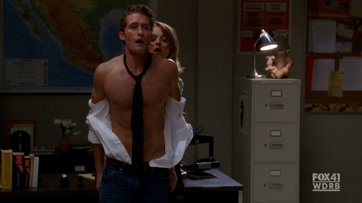 glee hunk matthew morrison shirtless sexy pictures