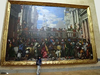 A lot of paintings hang in le Louvre