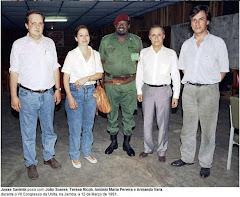 A longa tradição negocial dos Socialistas, lembram-se?...Foto tirada na Jamba, durante um congresso