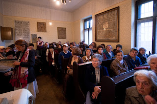 A Kidma-Mazsike szervezésű vendégek a Teleki Téri Zsinagógában