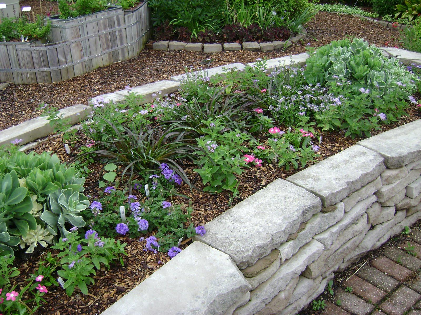 Prairie Rose\'s Garden: Ideas Galore in the Idea Garden