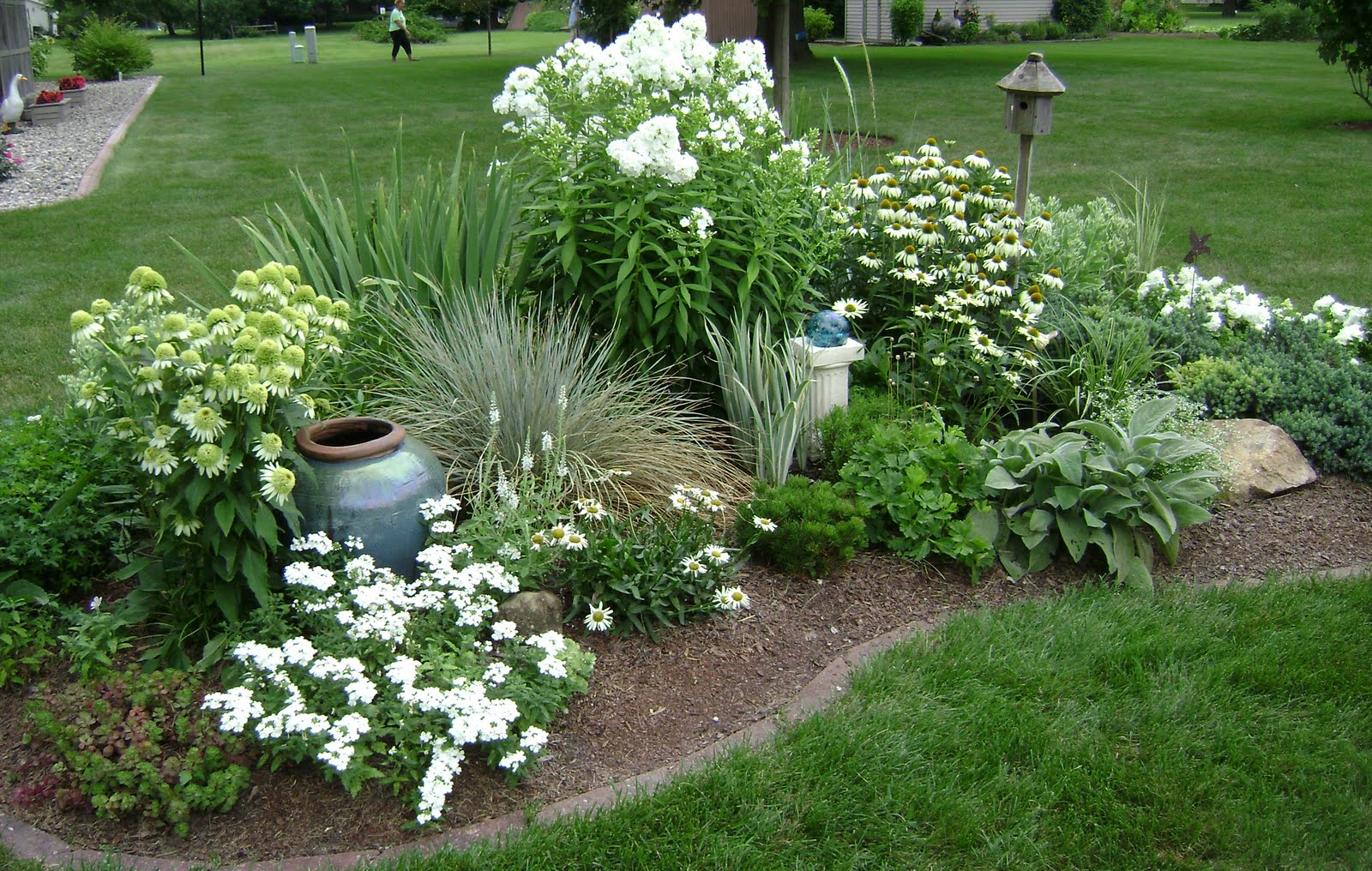 Gardens ideas white gardens white flower front yards for Flower landscape ideas
